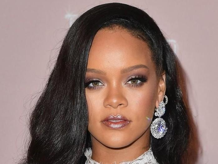 Rumah Rihanna dan selebritas lain dibobol perampok. seorang remaja diadili