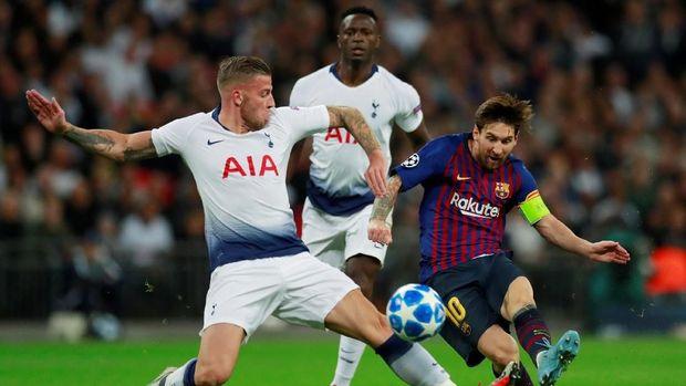 Messi mencetak dua gol di pertemuan pertama melawan Tottenham.