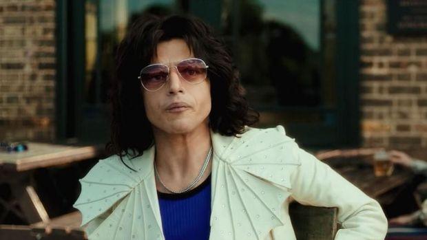 Aksi Rami Malek menjadi Freddie Mercury kala muda.