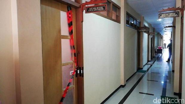 Ruang BLP dan Ruang Staf Ahli Bidang Hukum dan Politik disegel/