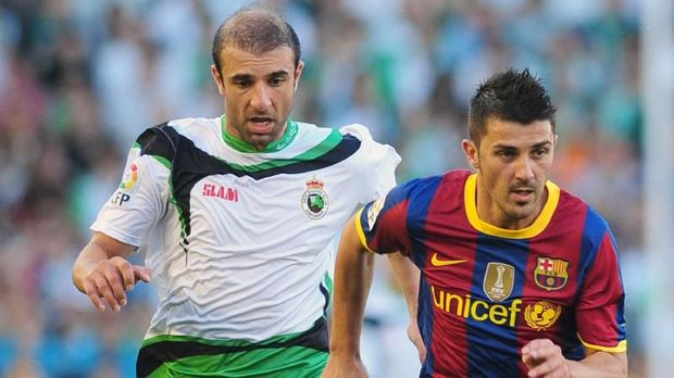 David Villa (kanan) membantah pernah punya kontroversi dengan Lionel Messi.