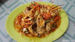 Seafood Bu Haji 99: Puas Makan Kepiting Gendut Telur Saus Padang di Pinggir Jalan
