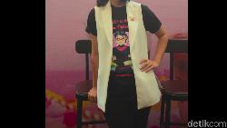 Chelsea Islan sosok artis yang punya jiwa sosial yang tinggi. Di tengah kesibukannya sebagai artis dan aktivis kanker payudara, dia tak lupa berolahraga.