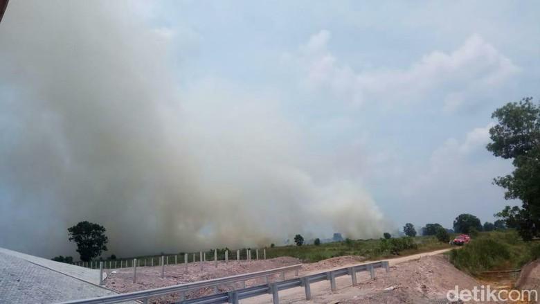 Kebakaran Lahan di Sumsel, Asap Mulai Selimuti Tol Palindra