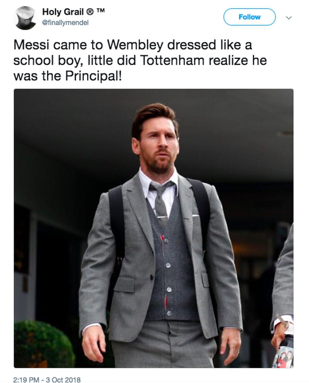 Messi datang ke Wembley berbusana ala murid sekolah, padahal sebenarnya dia sang kepala sekolah. Foto: istimewa