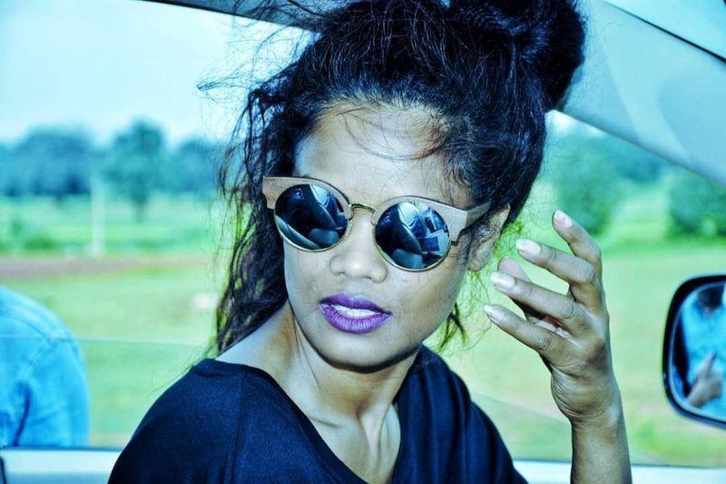 Penyanyi yang ngetop dengan single Umbrella, Rihanna rupanya punya kembaran yang berasal dari India, Renee Kujur namanya. Dia berprofesi sebagai seorang model. (Instagram/@badgalrene)