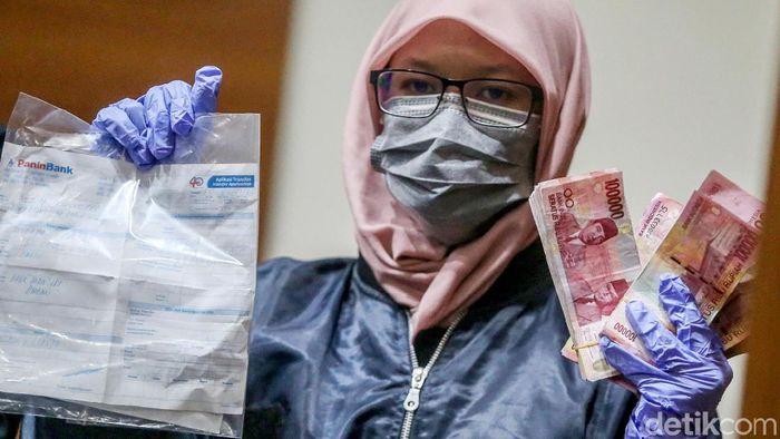 Uang Tunai Hingga Buku Tabungan Jadi Barbuk OTT Suap Ambon/Foto: Ari Saputra