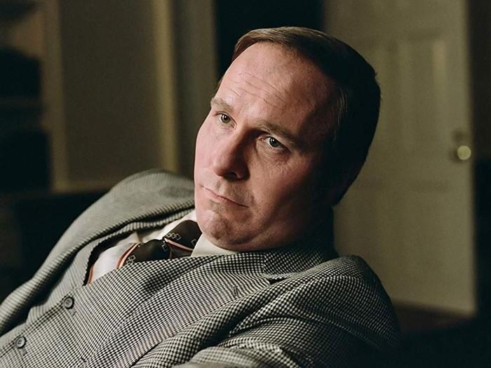 Christian Bale saat tampil sebagai Dick Cheney di film Vice.