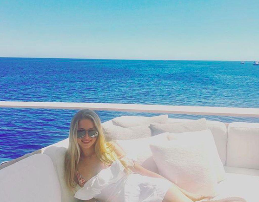 Eve Jobs, putri dari Steve Jobs dan Laurenne Powell, juga sering nampang di Instagram. Ia memiliki 88 ribu pengikut. Foto: Instagram
