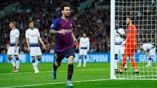 Lionel Messi mencetak dua gol untuk membantu Barcelona mengalahkan Tottenham Hotspur 4-2. (