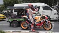 Marquez di Bangkok: Naik Tuk-tuk, Jajan Kaki 5, Dibonceng Polisi