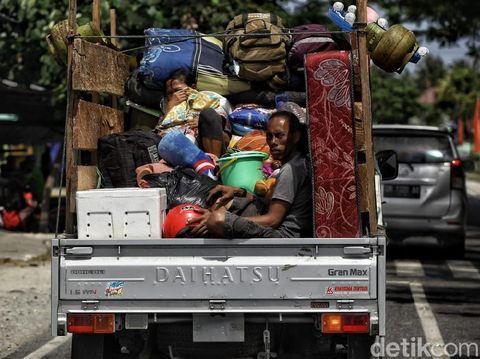 Salah satu titik lokasi pengungsian berada di perbukitan Donggala.