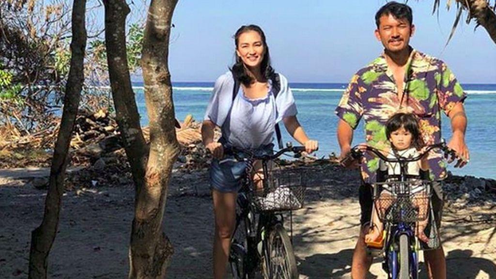10 Aktivitas Seru Keluarga Rio Dewanto dan Atiqah Hasiholan