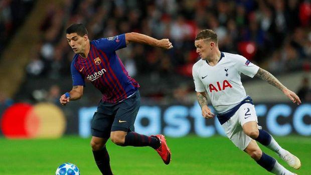Kieran Tripper (kanan) mengakui Barcelona bermain lebih baik dibandingkan Tottenham Hotspur. (