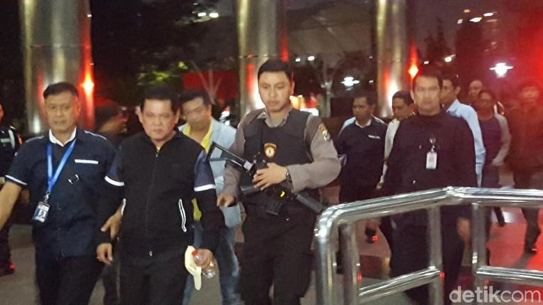 Dikawal Polisi Bersenjata, Wali Kota Pasuruan Tiba di KPK