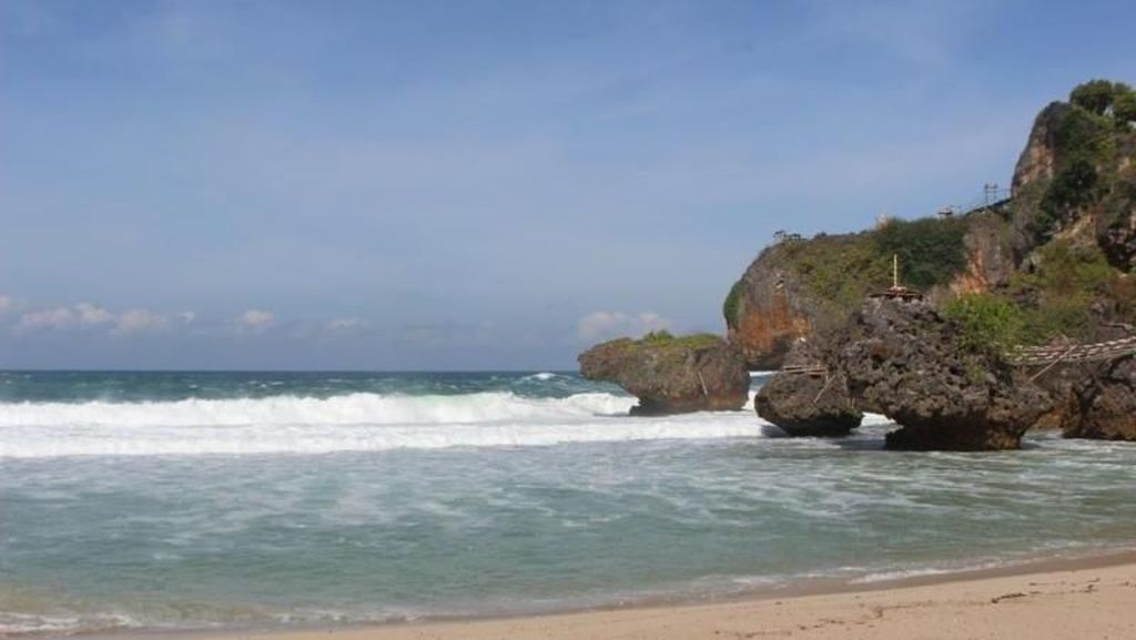 Trekking di Kawasan Pantai, Ini Tempat Serunya