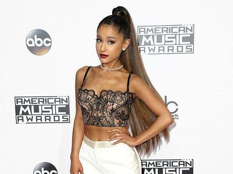 Selalu Tampil dengan Rambut Lurus, Ariana Grande Ungkap Rambut Aslinya