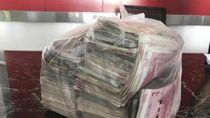 Temukan Rp 300 Juta, Tukang Sapu Ini Tolak Terima Hadiah Rp 44 Juta