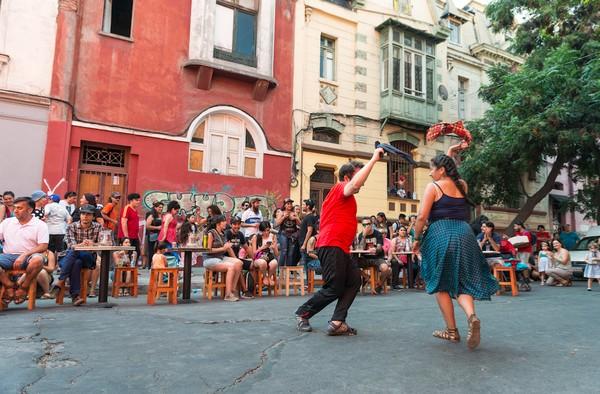 Pesona Chile juga dapat ditemui lewat tarian Flamenco yang khas negara Latin. Di jalanan pun traveler bisa melihatnya (Discover Chile)