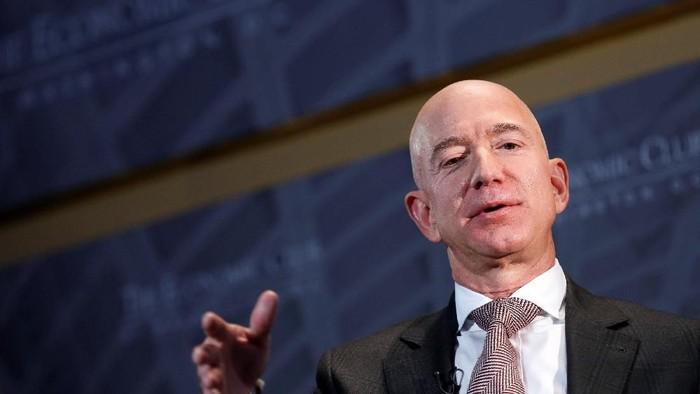 Jeff Bezos mengatakan bakal ada 1 triliun manusia yang berada di Tata Surya. Foto: Reuters
