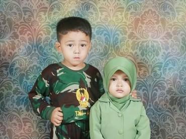 Ya ampun, imut-imut banget nih TNI AD dan Persit Kartika Chandra Kirana-nya. (Foto: Instagram @nenasetiono_87)