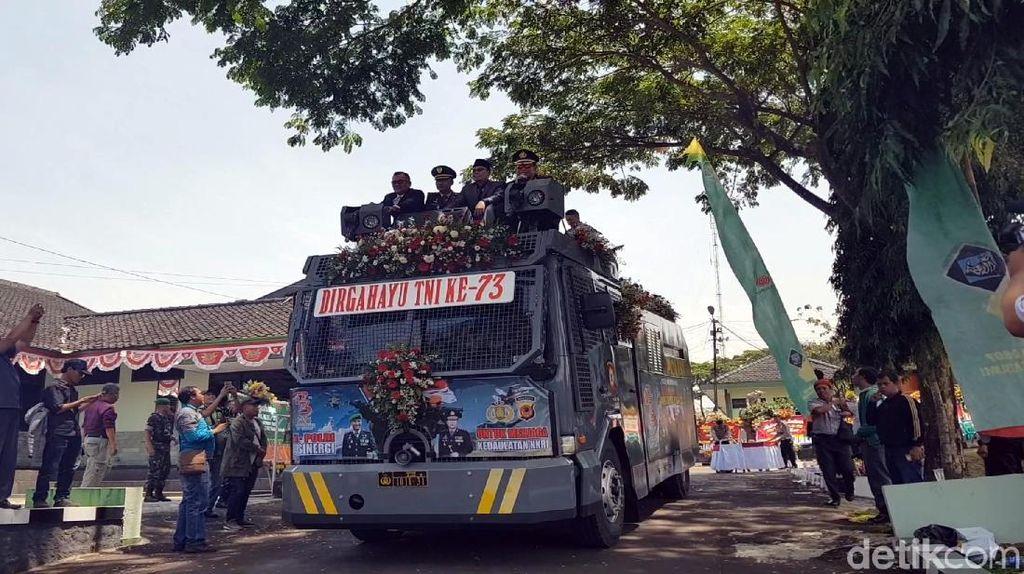 HUT TNI di Sukabumi, Water Canon Disulap Jadi Panggung Musik