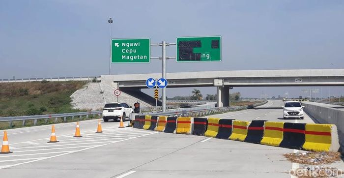 Ruas tol sepanjang 34,2 Km, yang dijadwalkan selesai September 2018, justru belum rampung hingga awal Oktober ini.