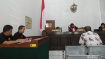 Karyawannya Buang Sampah ke Sungai Bandung, PT Pos Minta Maaf