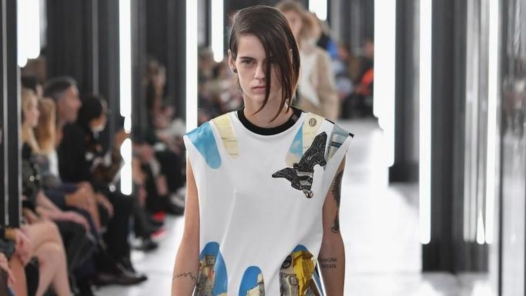 Foto: Model Transgender Dominasi Catwalk Louis Vuitton di Paris Fashion Week