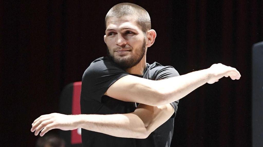 Jika Tarung di MMA, Mayweather Jadi Mangsa Empuk Khabib Nurmagomedov