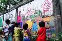 Anak-anak melukis mural di Denpasar (Dok. Kadus Sesetan Denpasar)