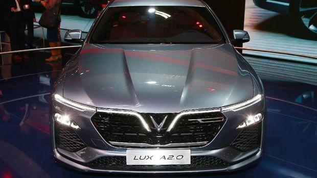 Vietnam memamerkan mobil nasional pertamanya di Paris Motor Show 2018. Mobnas pertama Vietnam itu bernama VinFast LUX A2.0 sedan dan VinFast LUX SA2.0 SUV.
