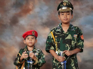 Kalau yang ini niat foto resmi dan dari keluarga TNI nih. (Foto: Instagram @nita.soelistiyawati)