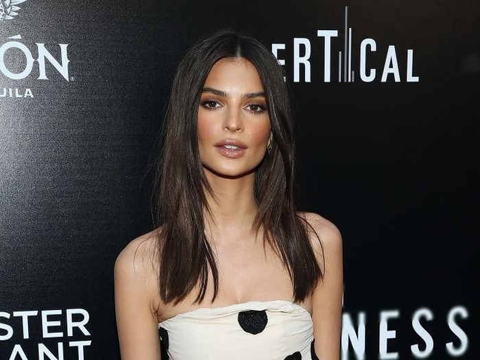 HOLLYWOOD, CA - MAY 23:  Emily Ratajkowski attends the premiere of Vertical Entertainments In Darkness at ArcLight Hollywood on May 23, 2018 in Hollywood, California.  (Photo by Phillip Faraone/Getty Images)