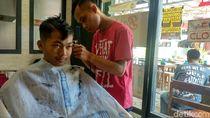 Di Barbershop Ini Pangkas Rambut Bisa Bayar Suka-suka Setiap Jumat