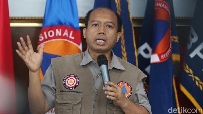 Kepala Pusat Data Informasi dan Humas BNPB Sutopo Purwo Nugroho merayakan hari kelahirannya ke-49 tahun. Foto: Ari Saputra