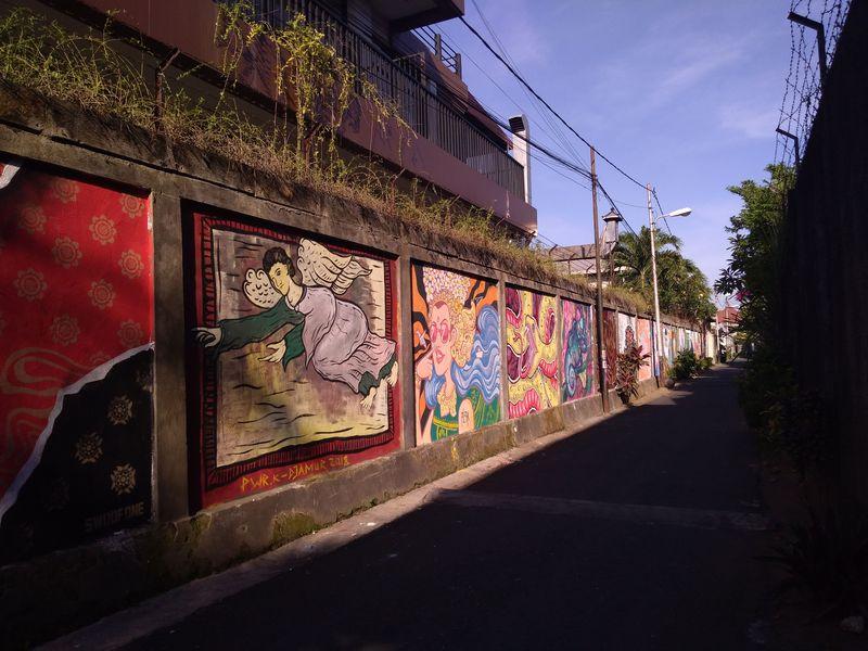 Mural-mural ini dilukis di sejumlah gang di Kota Denpasar. Tujuannya untuk mempercantik lingkungan dan memberikan pesan-pesan moral kepada masyarakat (Aditya Mardiastuti/detikTravel)
