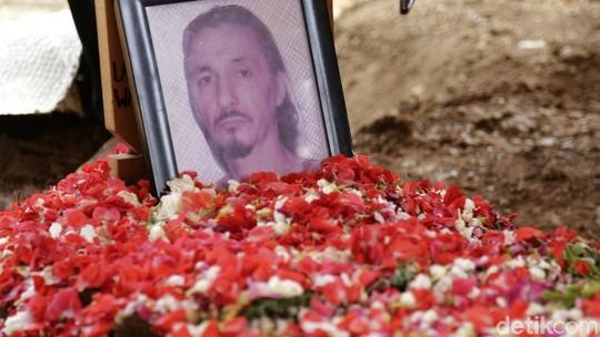 Keharuan di Pemakaman Rudy Wowor