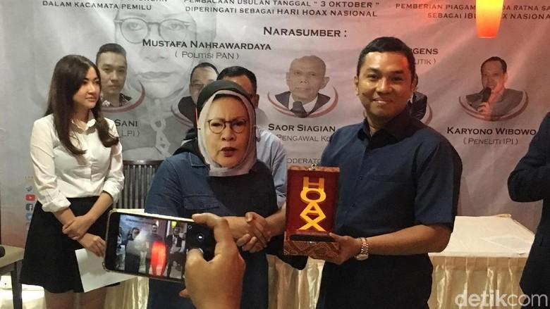 LPI Beri Ratna Sarumpaet Gelar Ibu Hoax Indonesia