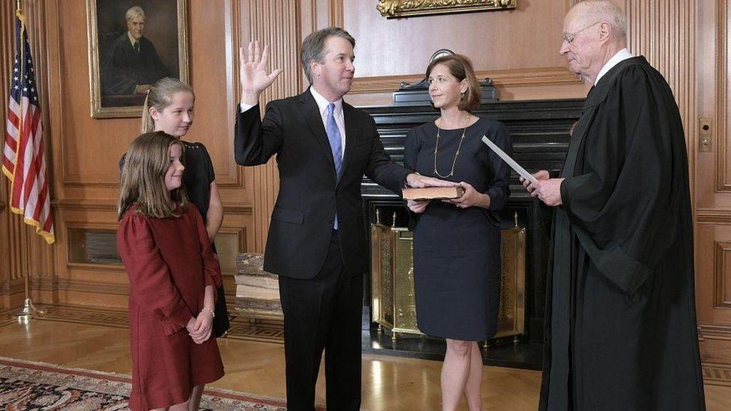 Kavanaugh yang Dituduh Lecehkan Perempuan Resmi Jadi Hakim Agung AS