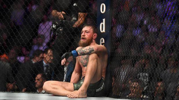 Conor McGregor kalah lewat kuncian leher dalam duel lawan Khabib Nurmagomedov 6 Oktober lalu.
