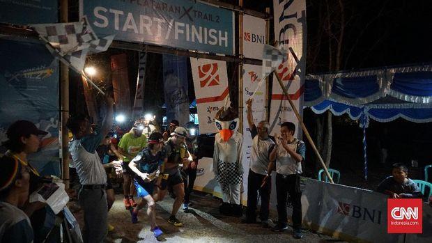Berlari Melintasi Bentang Alam Bali Barat