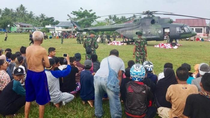Helikopter jenis MI-17 dikerahkan untuk mengangkut bantuan untuk korban gempa di Donggala, Sulawesi Tengah. Helikopter itu milik Skadron 31/Serbu Penerbad TNI AD.