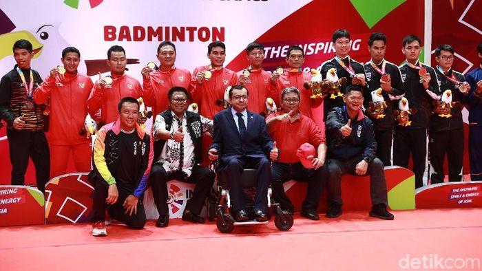 Indonesia kuasai emas bulutangkis beregu putra Asian Para Games 2018. (Agung Pambudhy/detikSport)