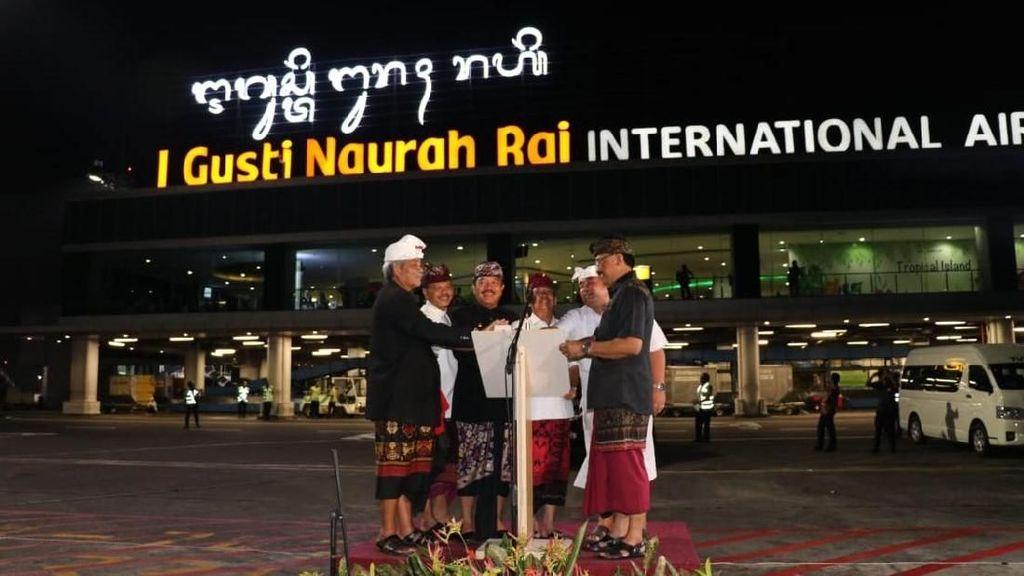 Keren! Bandara Ngurah Rai Kini Punya Ikon Beraksara Bali