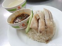 Bisa Jajan Chicken Rice Enak di Sini Sebelum Belanja ke Platinum