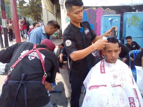 Cukur Amal di Kudus, Hasilnya untuk Bantu Korban Gempa Sulteng
