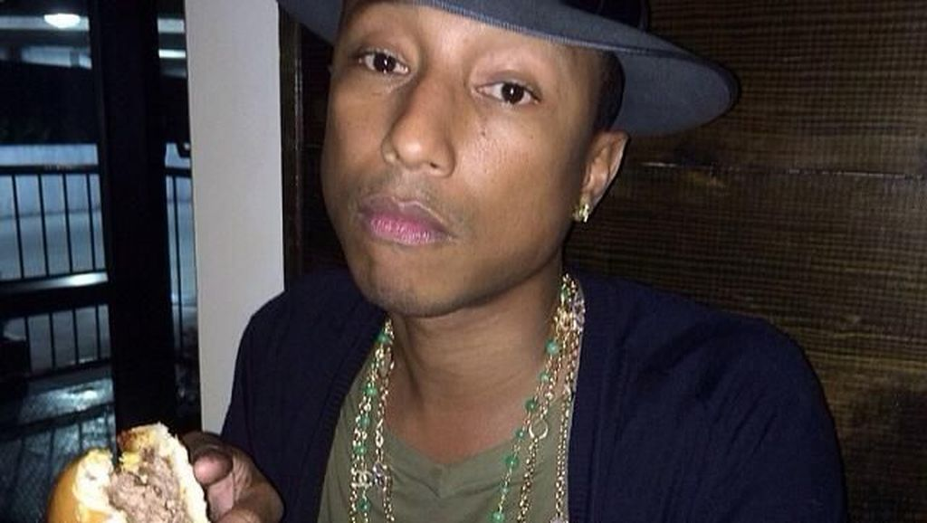 Gara-gara Ini Pharrell Williams Bakal Tuntut Donald Trump