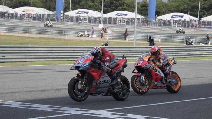 Andrea Dovizioso kalah dalam duel dengan Marc Marquez di Thailand (Mirco Lazzari gp/Getty Images)