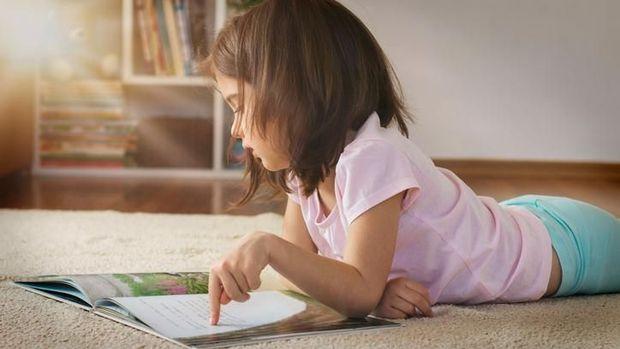 Ilustrasi anak baca buku